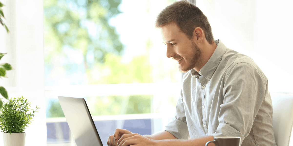 Entrepreneur starting a Blog from Home on the Side